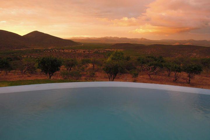 Blick von der Opuwo Country Lodge ins Damaraland