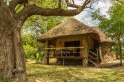 Chalet der Mobola Lodge im Caprivi