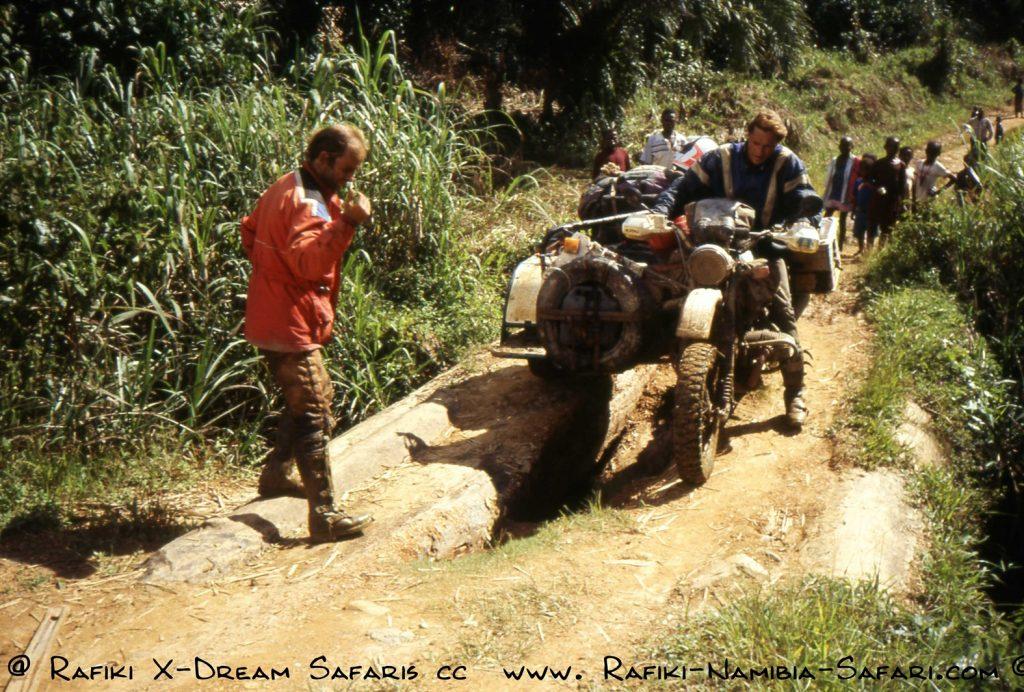 mit dem Motorrad durch den Kongo