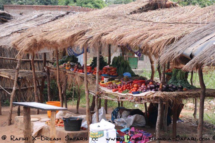 Marktstände an der Strasse in Malawi