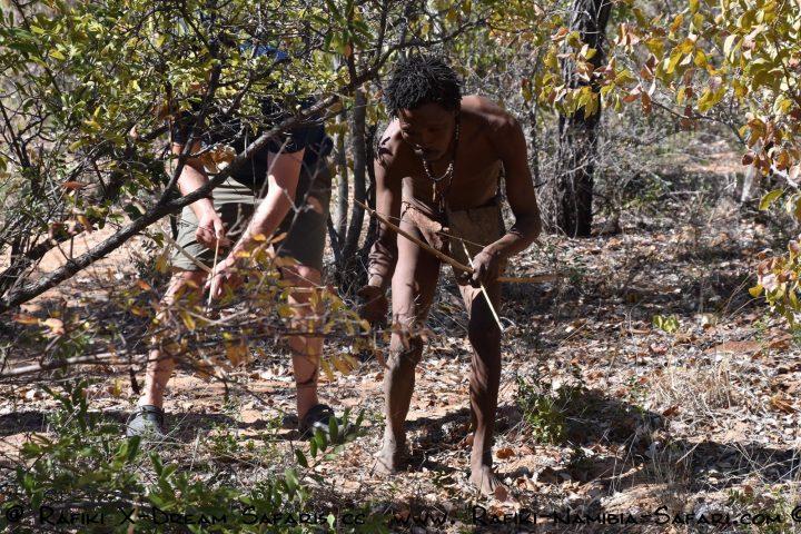 San auf der Jagd im Living Museum in Grashoek