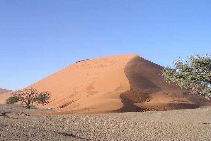 Die höchsten Dünen der Welt bei Sossusvlei im Namib Naukluft Park - Namibia