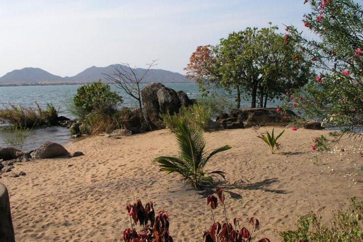 am Strand in Malawi