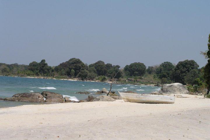weißer Sandstrand am Malawi See